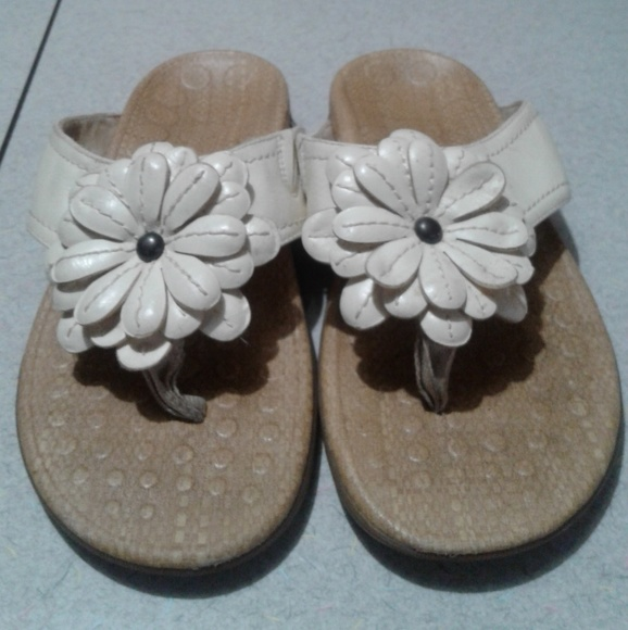 382c8e952d85a Orthaheel off white sandals sz 9. M_5abc58ca9cc7ef0e3da07159